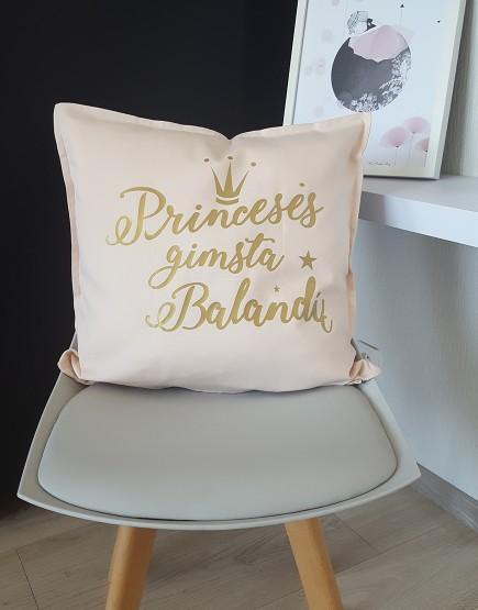 Princesės gimsta balandį. Dekoratyvinė pagalvėlė