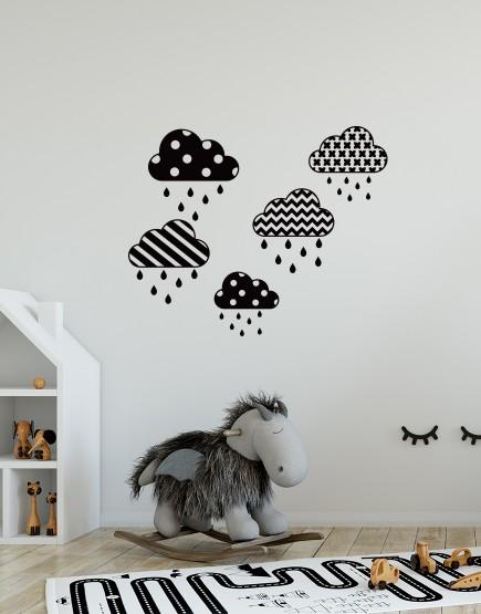 Raštuoti debesėliai. Sienų dekoracija vaikams