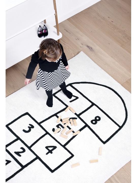 Žaidimas. Vaikiškas kilimas