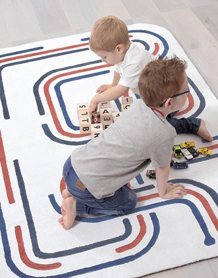 Mašinų trasa. Vaikiškas kilimas