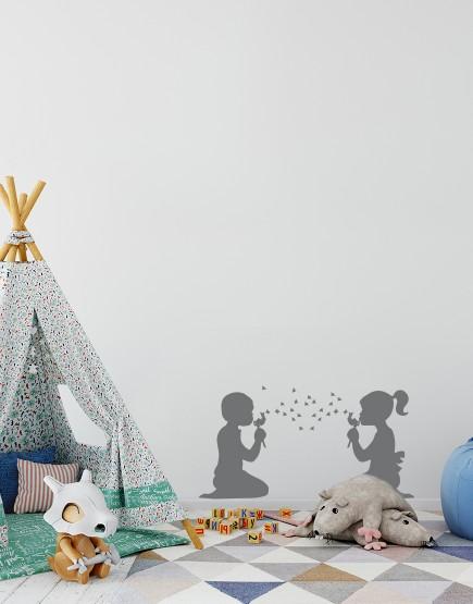 Vaikai pučia pienes . Interjero dekoracija.